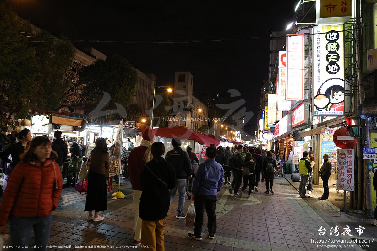 寧夏路夜市は道が広い
