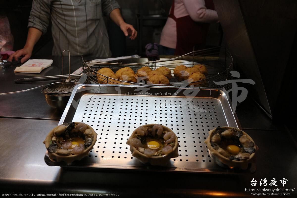 蚵仔煎の揚げ団子のような料理