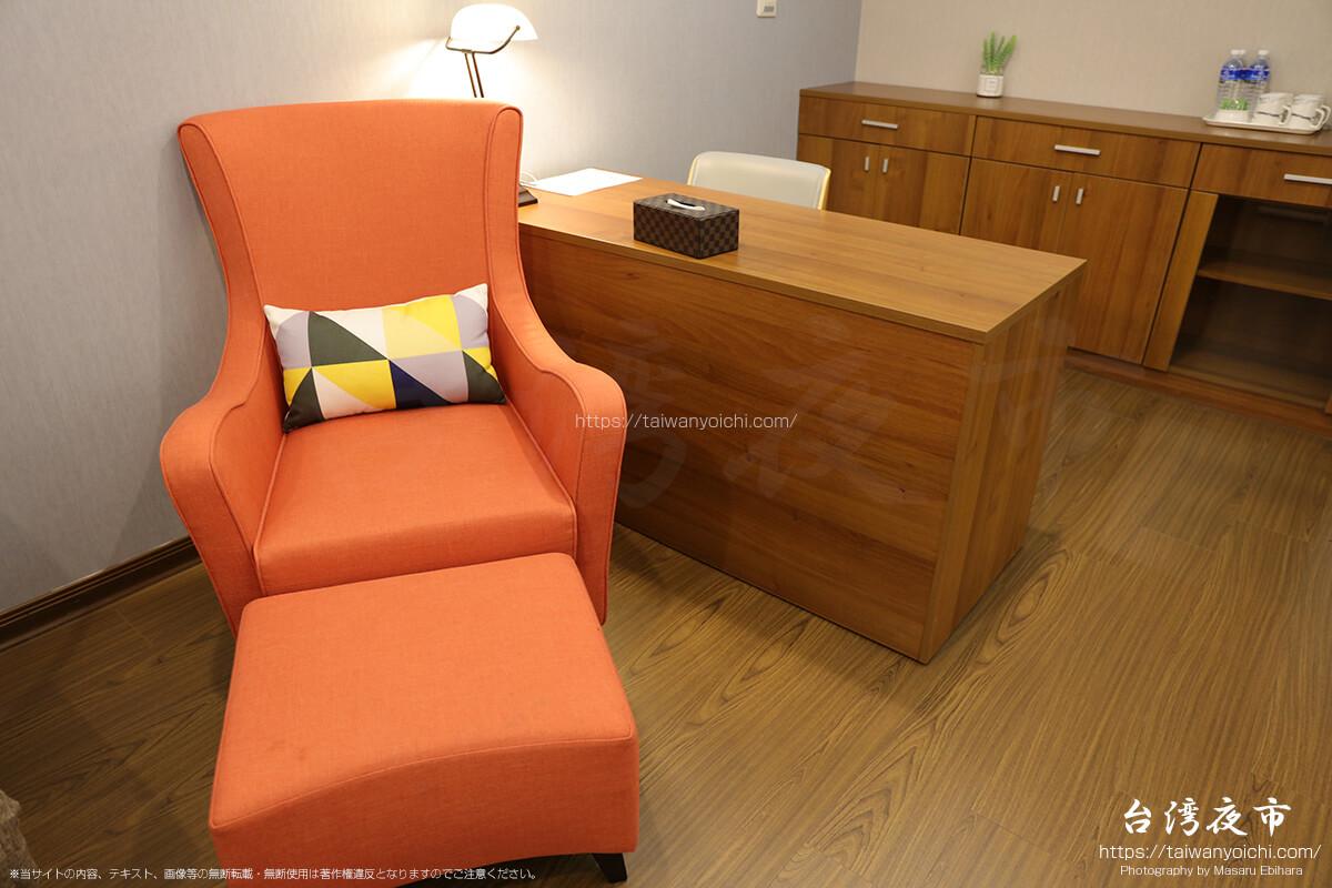 デラックススイートルームのソファー