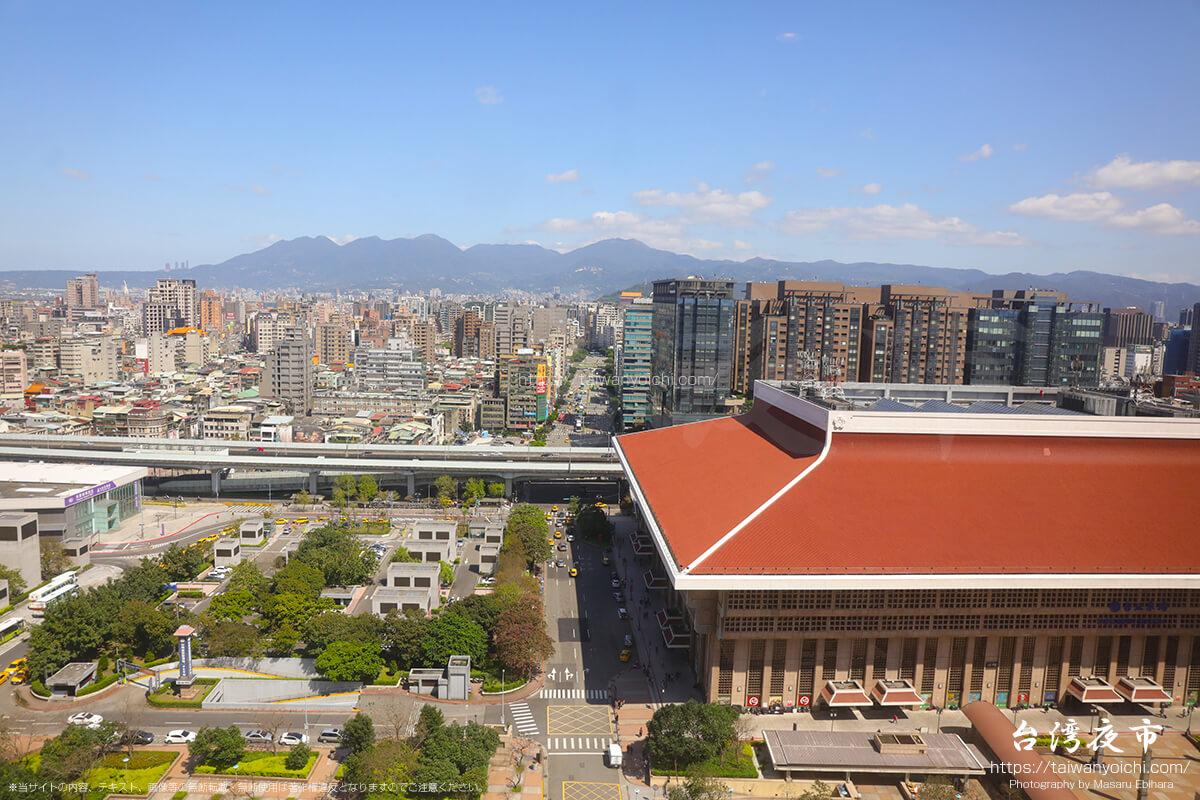 台北駅前からの眺め