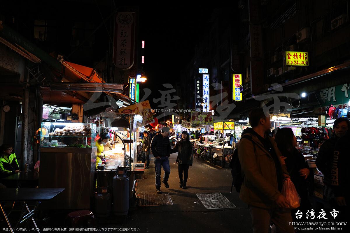 華西街観光夜市とつながる廣州街夜市