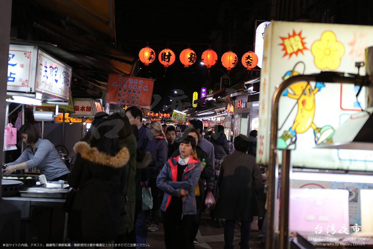 臨江街夜市の入口付近