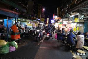 南機場夜市はとにかくバイクの通りがとても多い夜市