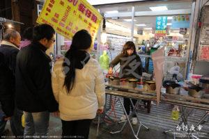 黒糖や紅豆など、台湾の甘いおやつのような食べ物を提供する屋台