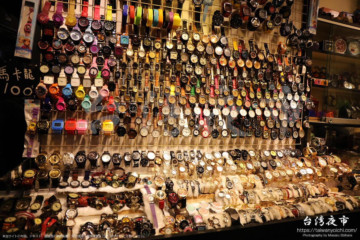 士林夜市の時計販売コーナー