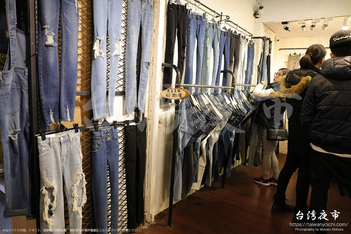 士林夜市のジーンズ店