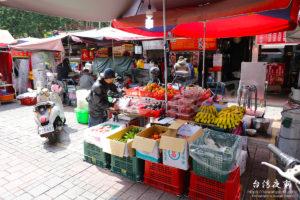 果物を販売する屋台