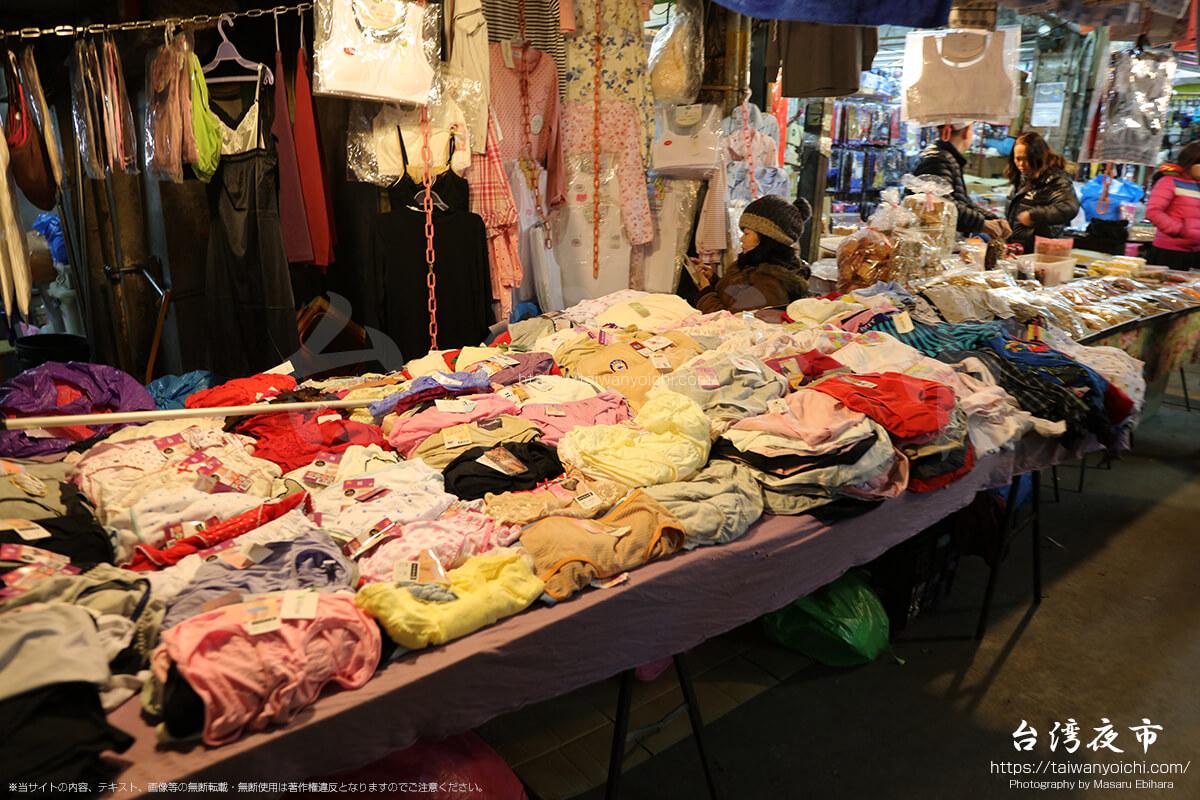 女性用の下着売り場中古風