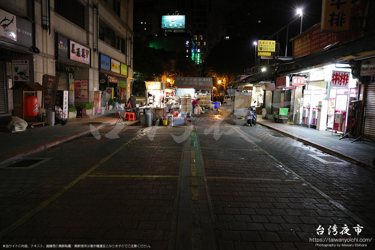 早朝4時の雙城街夜市の様子