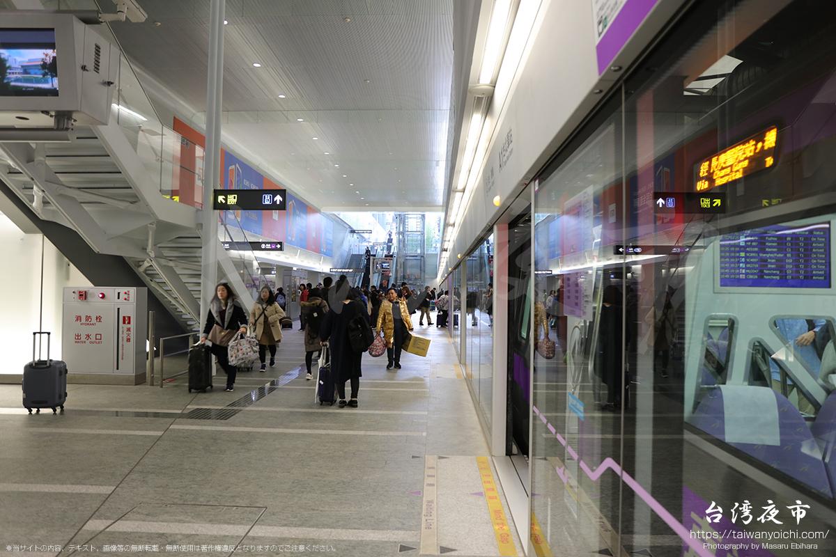 MRT台北駅のホーム