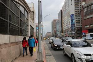 台北駅前、奥に台北101