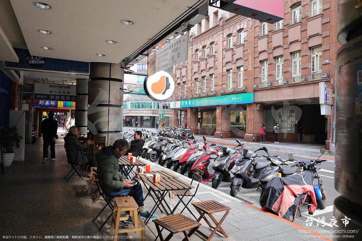 台北駅周辺のオープンカフェ