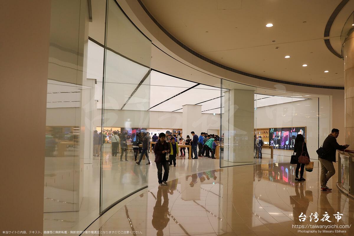 台北101ショッピングモールにあるアップルのお店