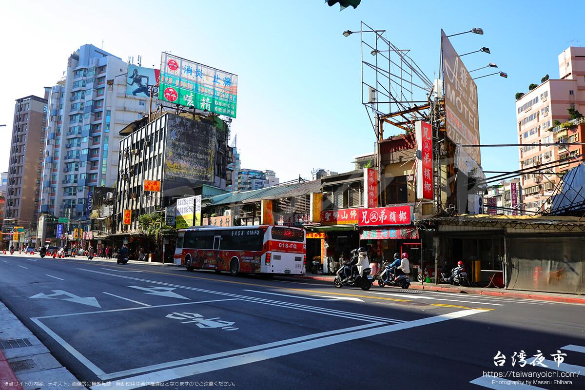 仏壇街の様子