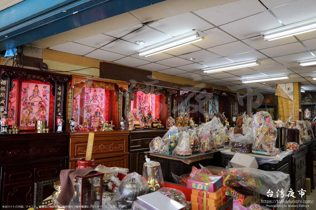 台湾の派手な仏壇