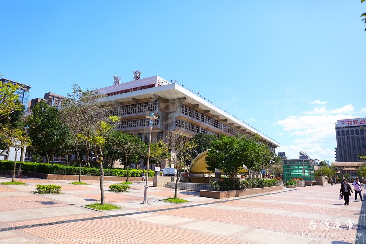 外から眺める台北駅の駅舎