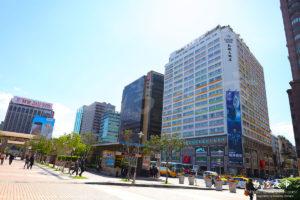 台北駅前の広場