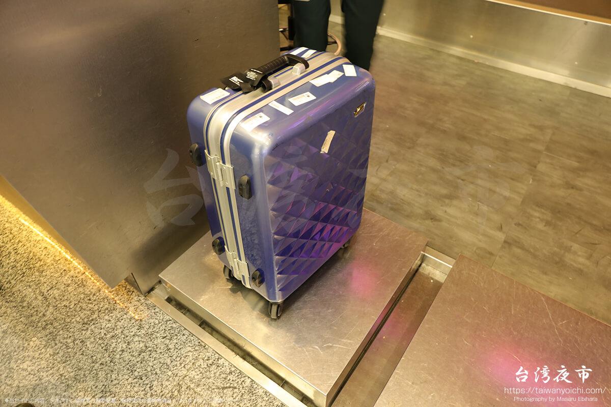 飛行機内へ預けるスーツケース