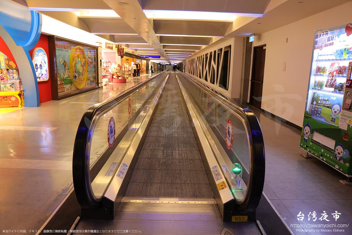 桃園国際空港の出国ロビー