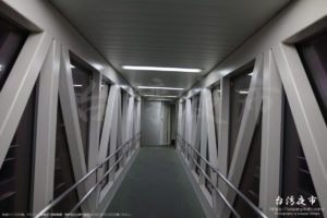 羽田空港に到着したピーチの降車口
