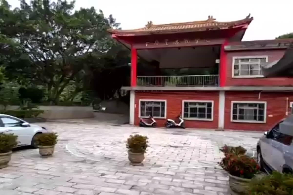 福山宮の前にある神様の為に伝統的な演劇を行う劇場