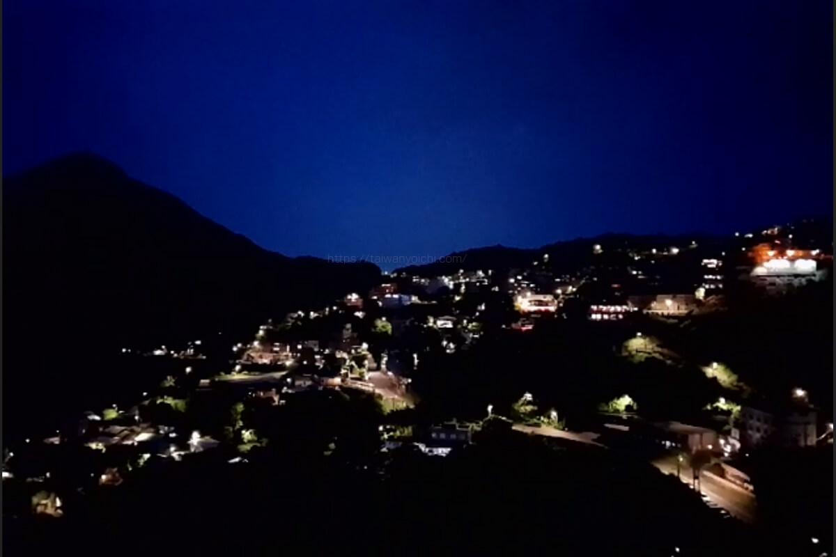 展望台から金瓜石鉱山、九份(九分)老街の夜景